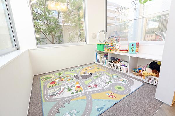 キッズスペース完備!毎週水曜・金曜は、保育士による託児サービスも行っております
